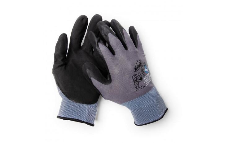 919 ALFA - Aussi ce gant permet un maintien parfait même avec des surfaces mouillées.