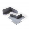 Pièce façonnée élastique pour étanchéifier les coins et angles